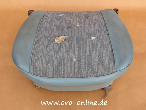 Buckel: Sitzfläche (blau) mit Gestell, gebr.