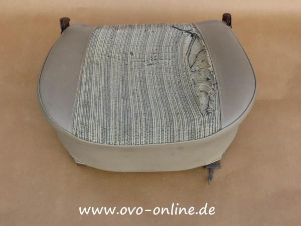Buckel: Sitzfläche (grau) mit Gestell, gebr.